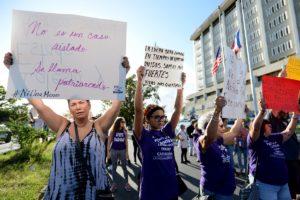 Protesta de la Colectiva Feminista en Construcción frente al Cuartel General de la Policía