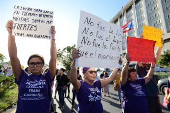 Manifestación de la Colectiva Feminista en Construcción frente al Cuartel General de la Policía contra la violencia de género