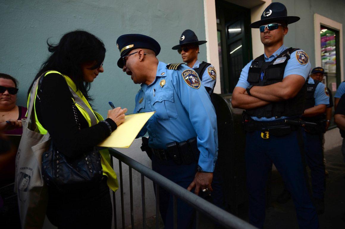 La abogada Mariana Nogales durante el Plantón 23N frente a La Fortaleza