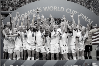 El equipo de fútbol femenino de Estados Unidos al ganar la Copa Mundial de Fútbol femenino