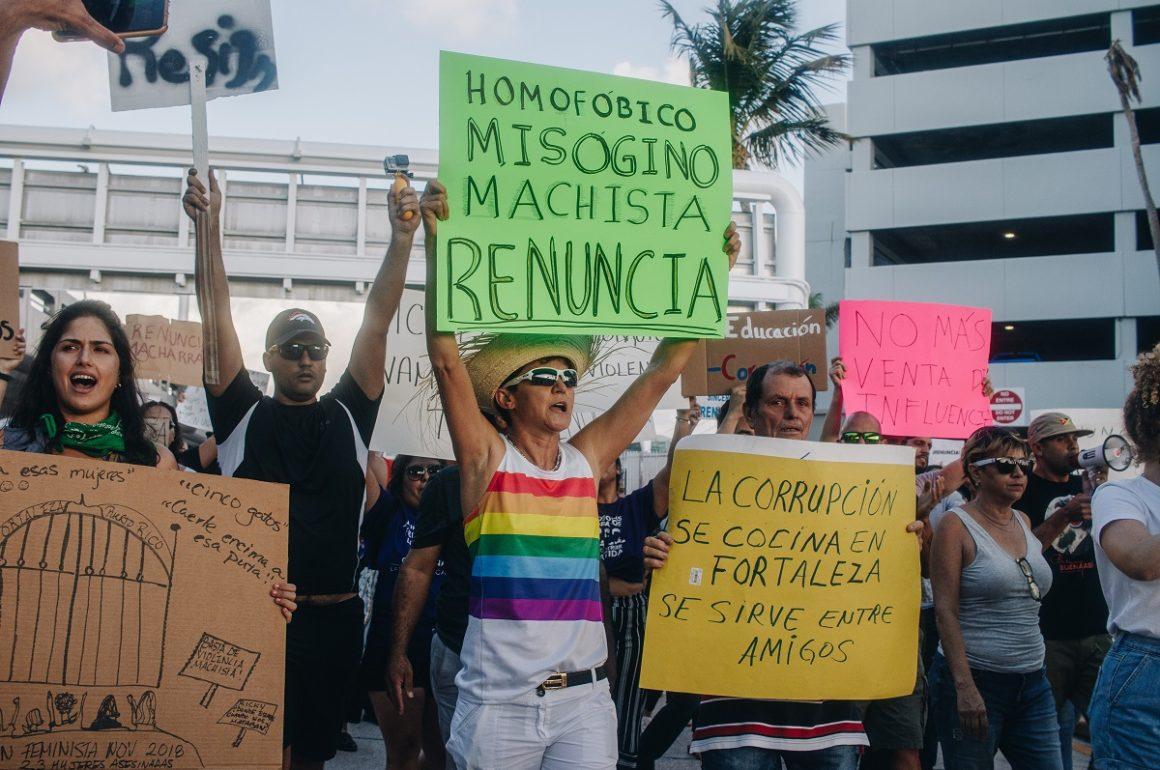 Manifestantes exigen la renuncia de Rosselló en el aeropuerto Luis Muñoz Marían, 11 de julio de 2019, Mari Blanca Robles