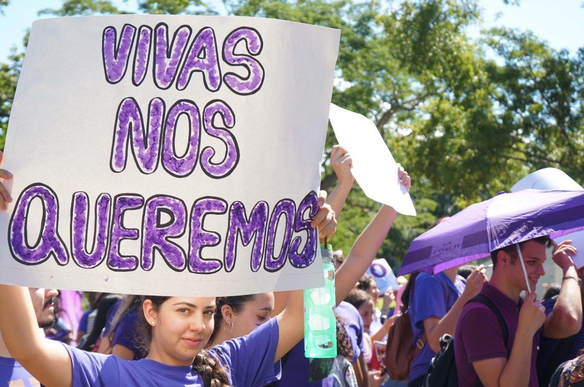 Marcha Violeta en el Recinto de Río Piedras en reclamo de espacios seguros