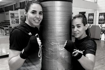 Boxeadoras Stephanie Piñeiro y Vivian Velázquez