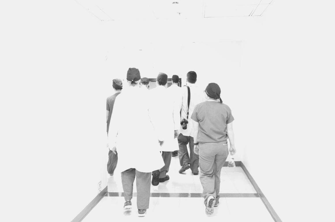 Enfermeras: primera línea de defensa en precarias condiciones laborales