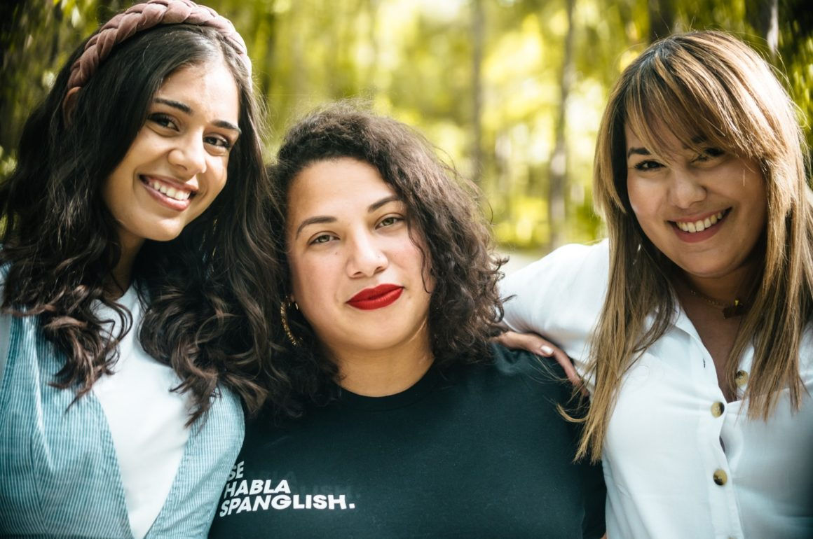Tres puertorriqueñas conversan todos los sábados de feminismo, balance y justicia por La Mega 97.1 FM, en Orlando, Florida, en Jevas Combativas.