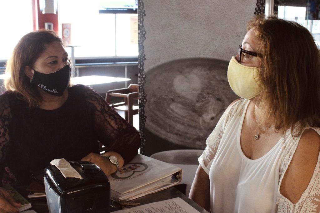 Amarillys Alvarado Guzmán e Inés Rivera Colón. (Adriana Díaz Tirado | Centro de Periodismo Investigativo)