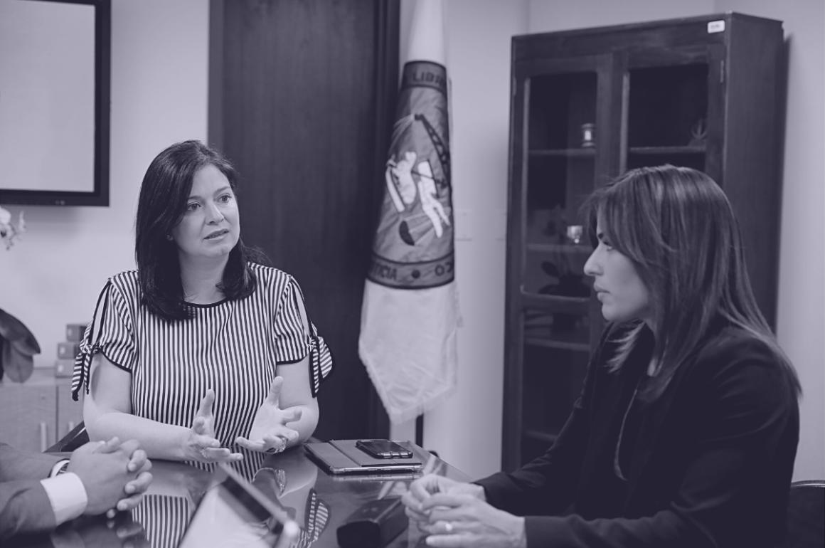 La presidenta del Tribunal Supremo, Maite Oronoz, y la procuradora de las Mujeres, Lersy Boria